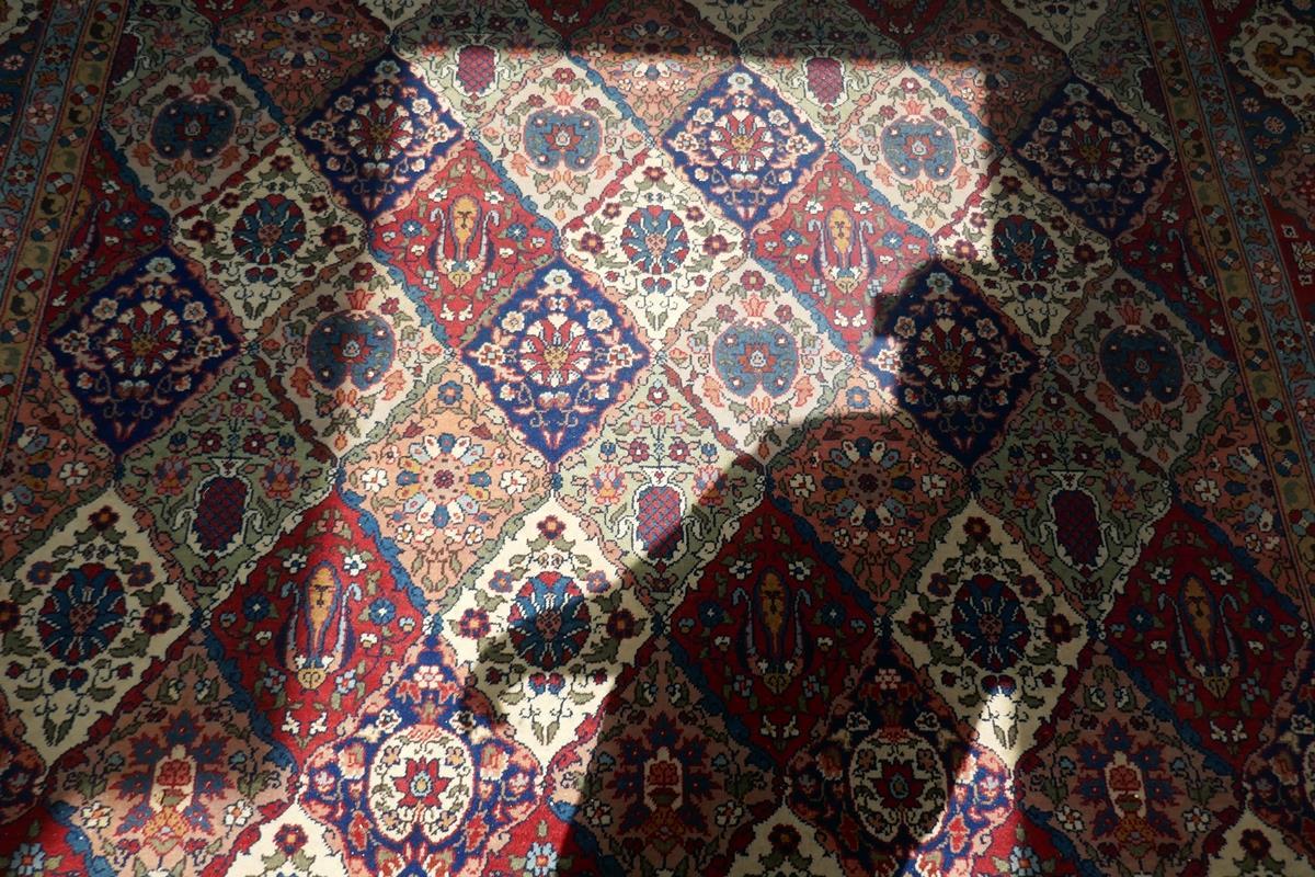 Large Eastern carpet - Image 12 of 13