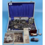 Case of collectables to include pipes, travel clock etc