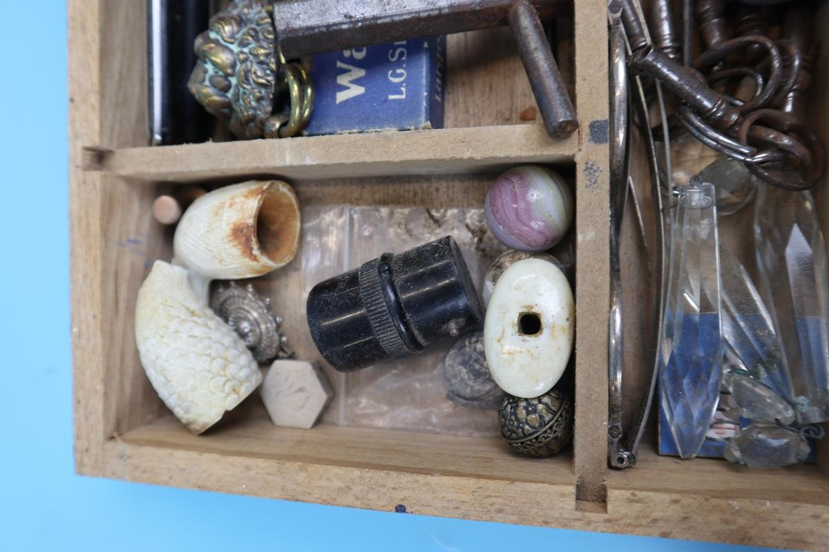 Collection of curios & collectables to include keys, postage scales etc - Image 6 of 11
