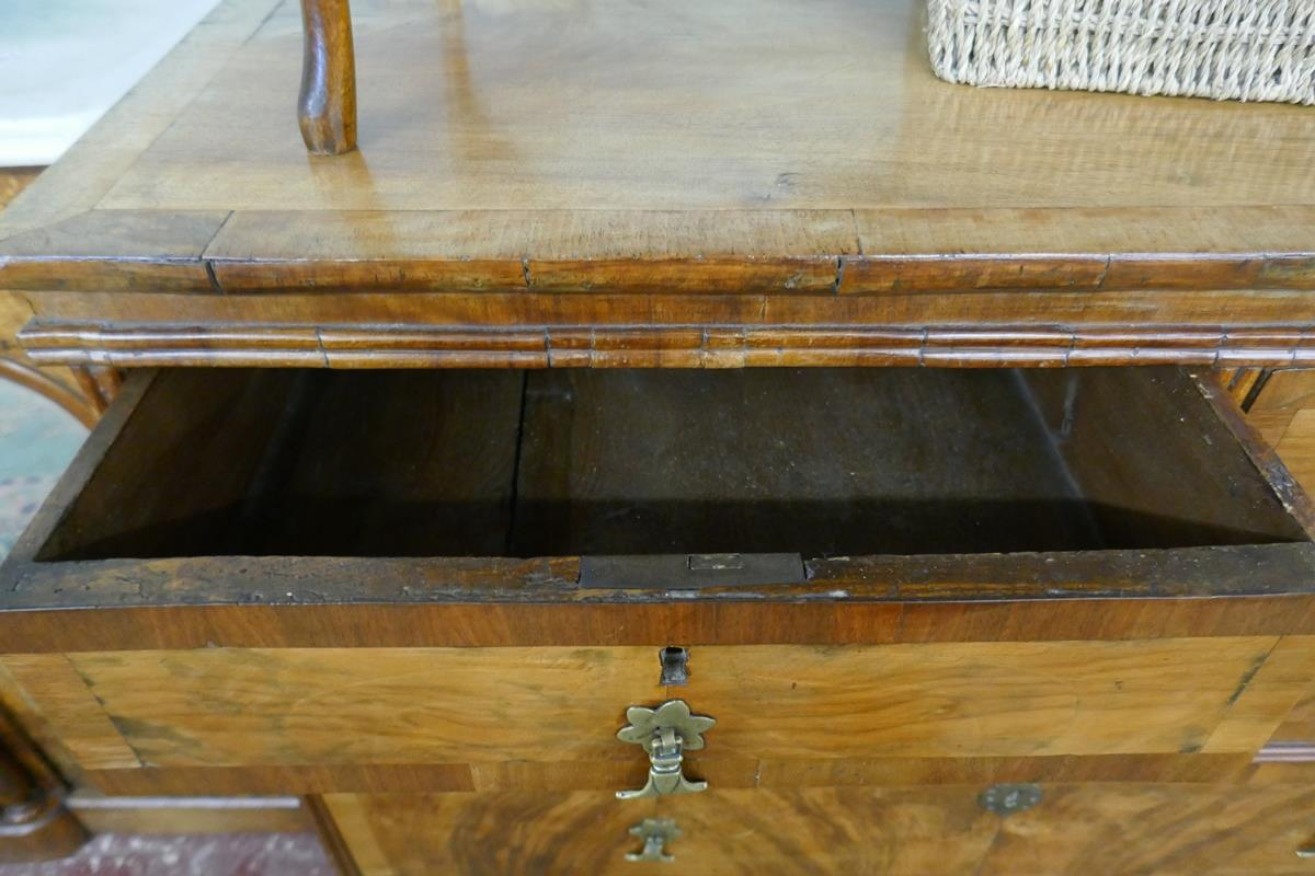 Georgian inlaid walnut chest of 2 over 3 drawers - W: 95cm D: 55cm H:89cm - Image 4 of 9