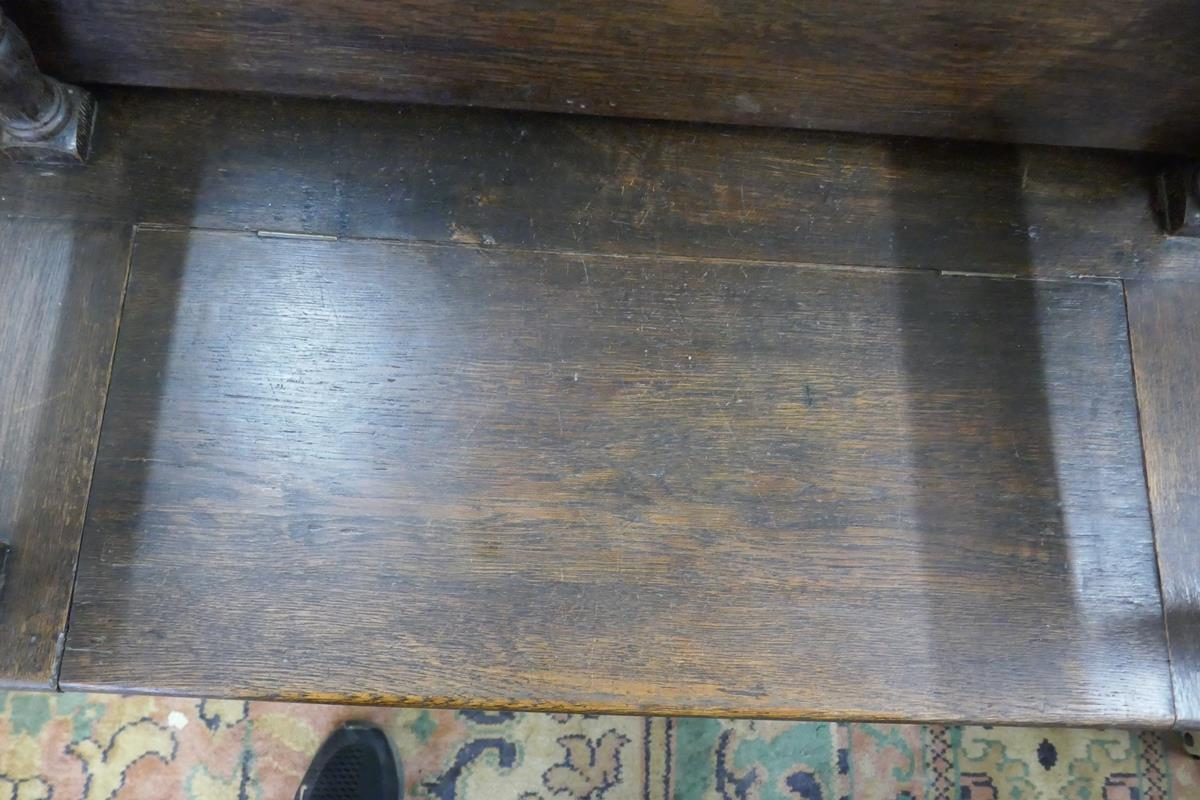 Oak monks bench - Image 3 of 5