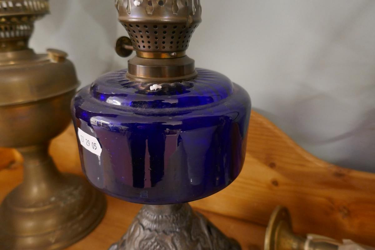 Oil lamps to include cobalt blue example - Image 3 of 8