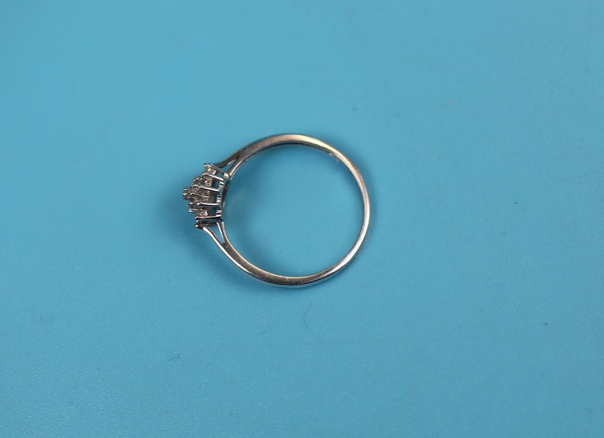 White gold diamond cluster ring - Image 2 of 2
