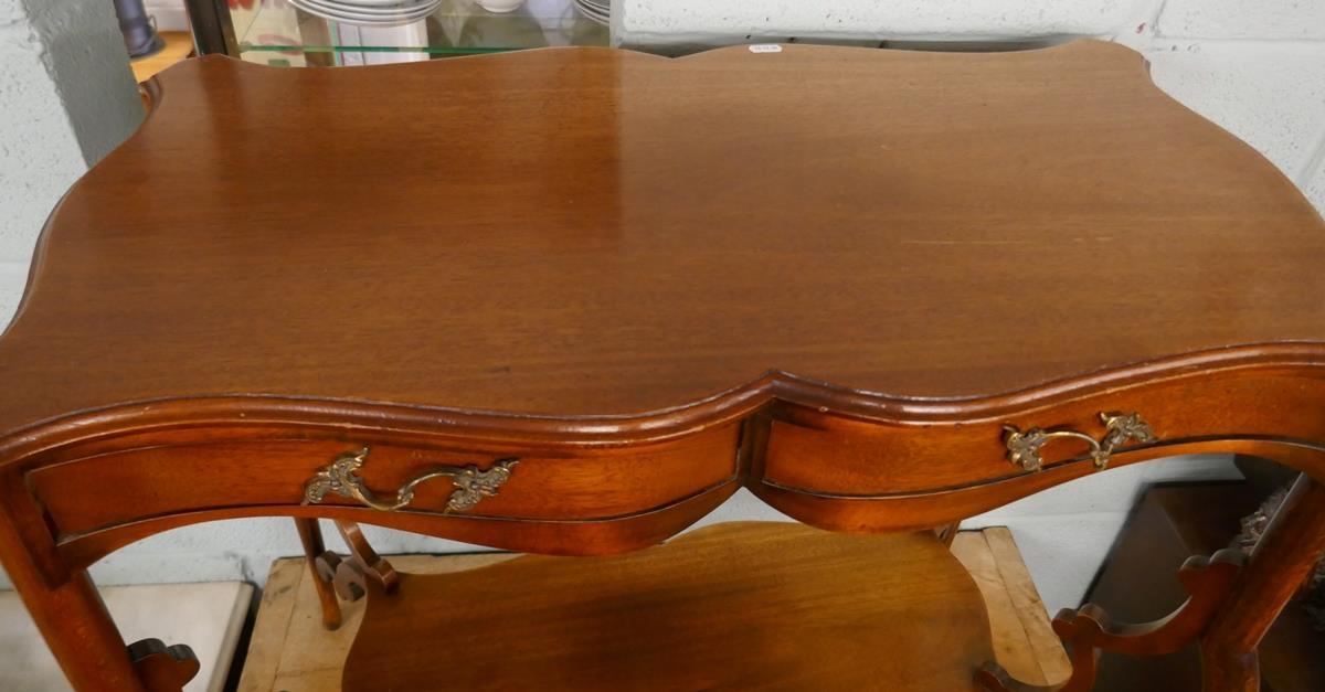 Pretty Art Nouveau mahogany writing table - Image 2 of 7