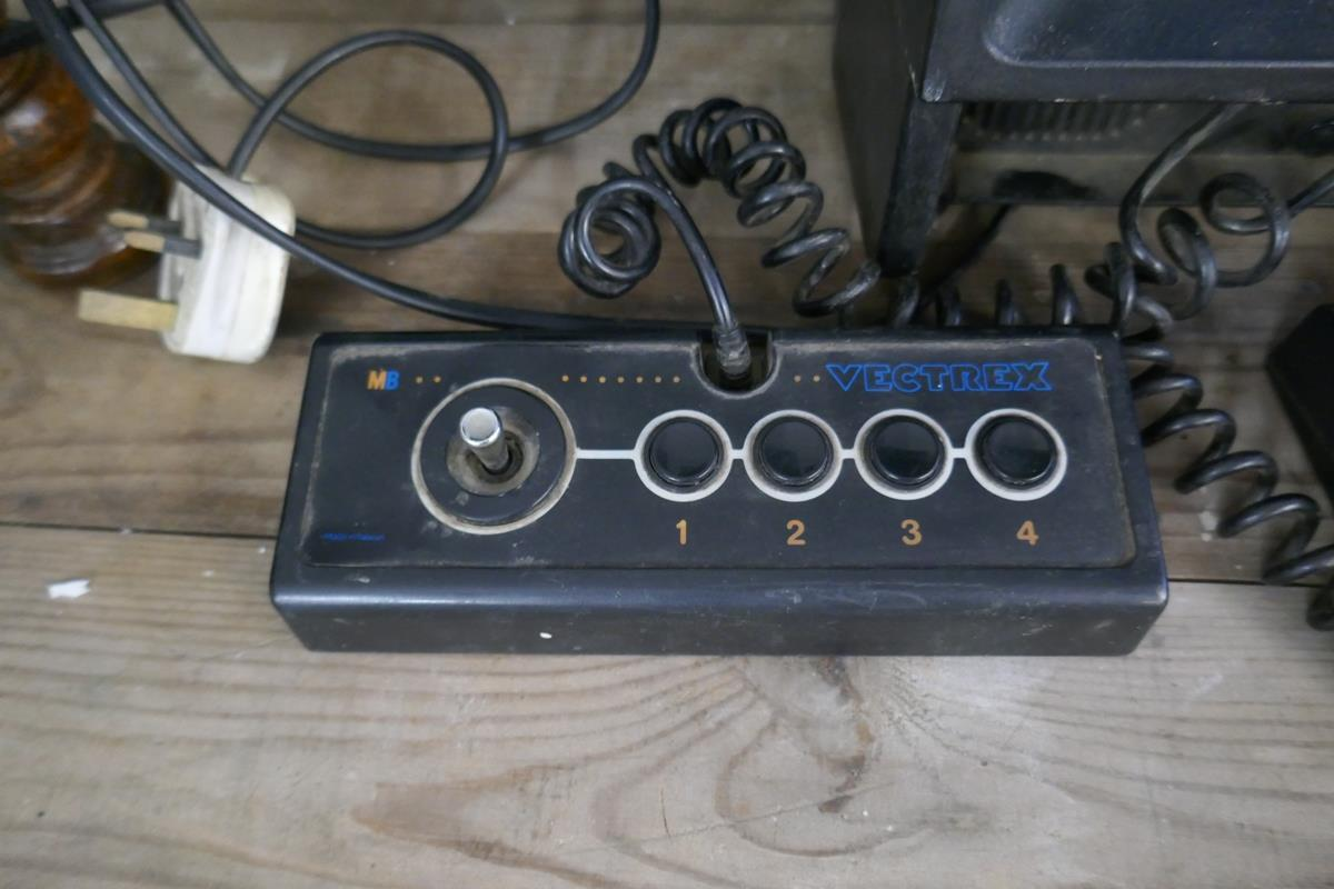 Vintage MB Vectrex computer game with 1 game cartridge - Image 5 of 5