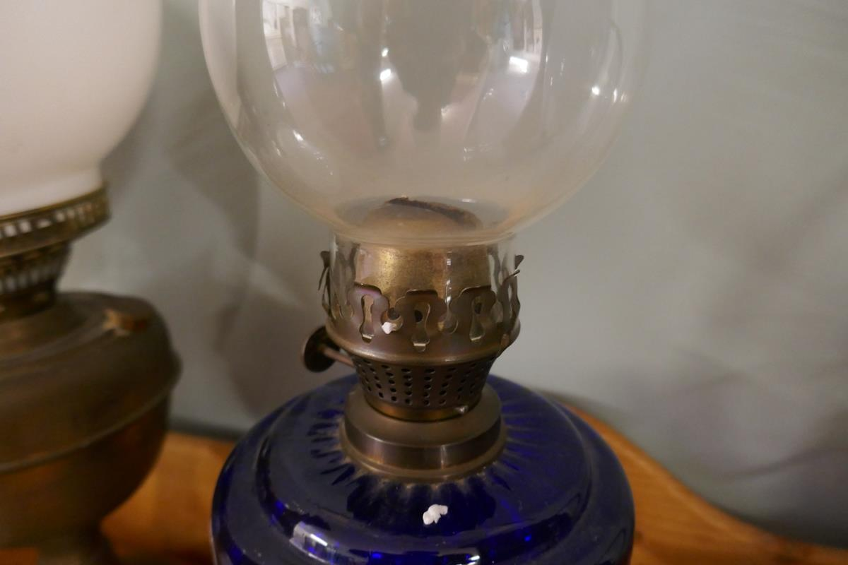 Oil lamps to include cobalt blue example - Image 4 of 8