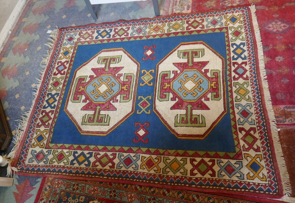 Antique rug - Approx 128cm x 162cm