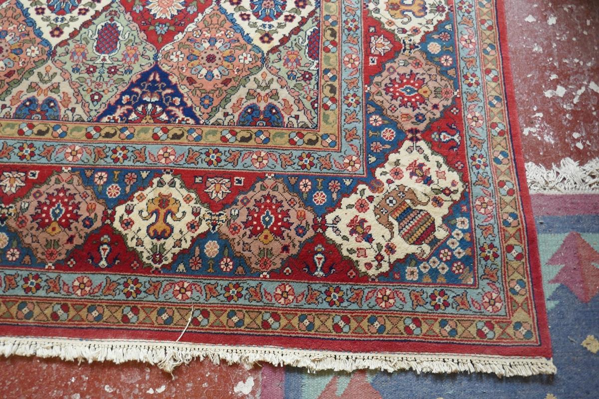 Large Eastern carpet - Image 8 of 13