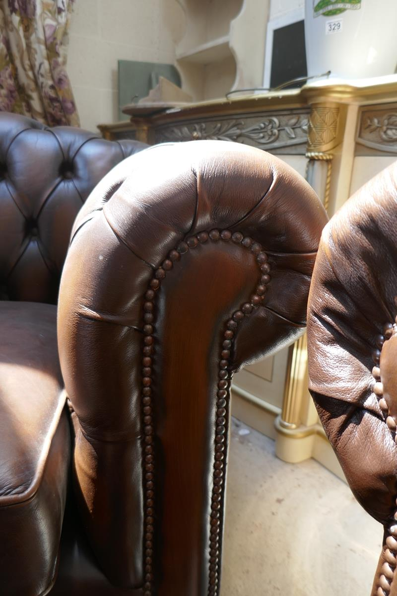Brown leather Chesterfield 2 piece suite - Image 8 of 8
