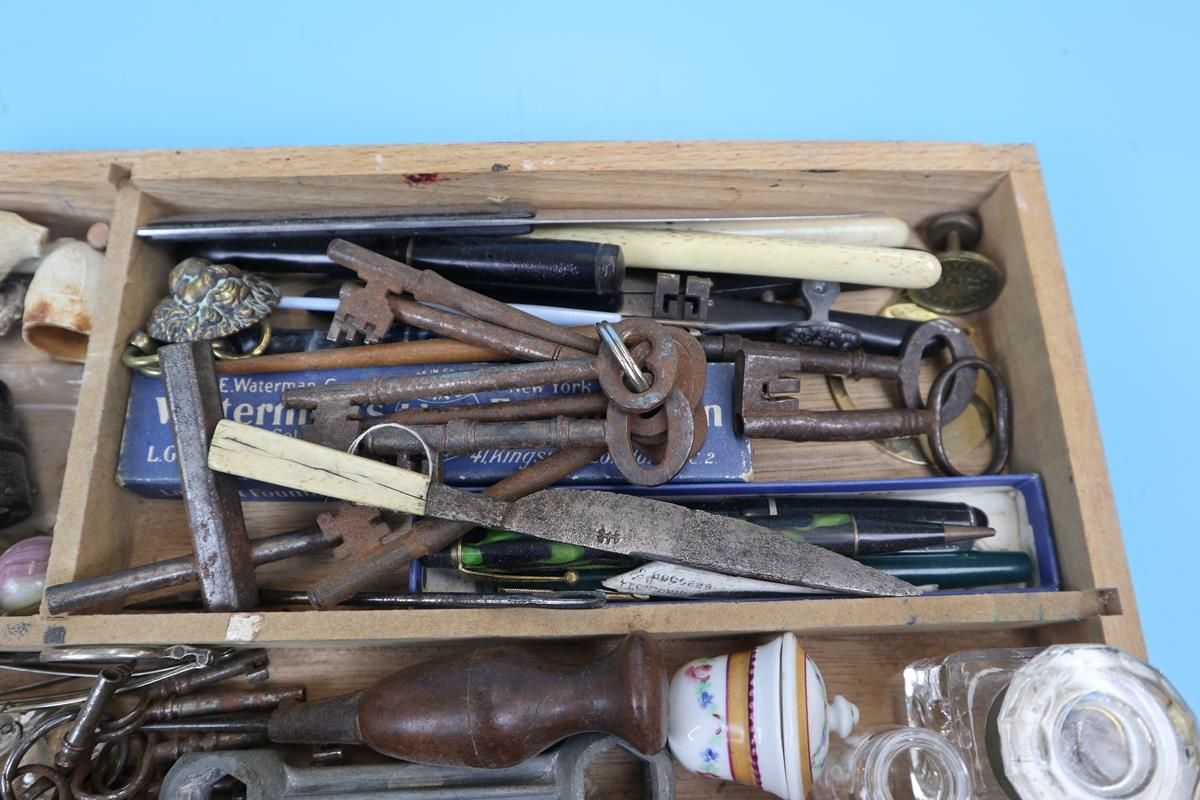 Collection of curios & collectables to include keys, postage scales etc - Image 7 of 11