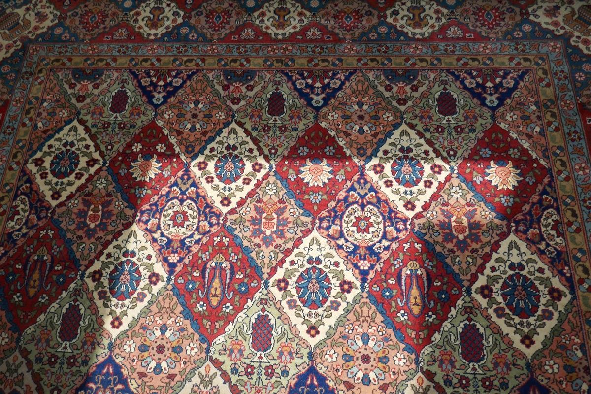 Large Eastern carpet - Image 10 of 13