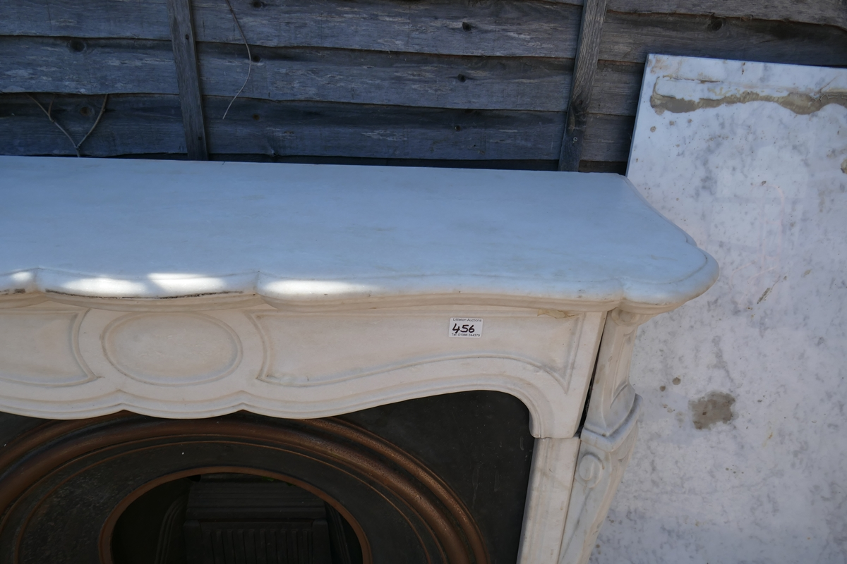 Cast iron fire insert with marble surround - W: 124cm D: 38cm H:105cm - Image 4 of 5