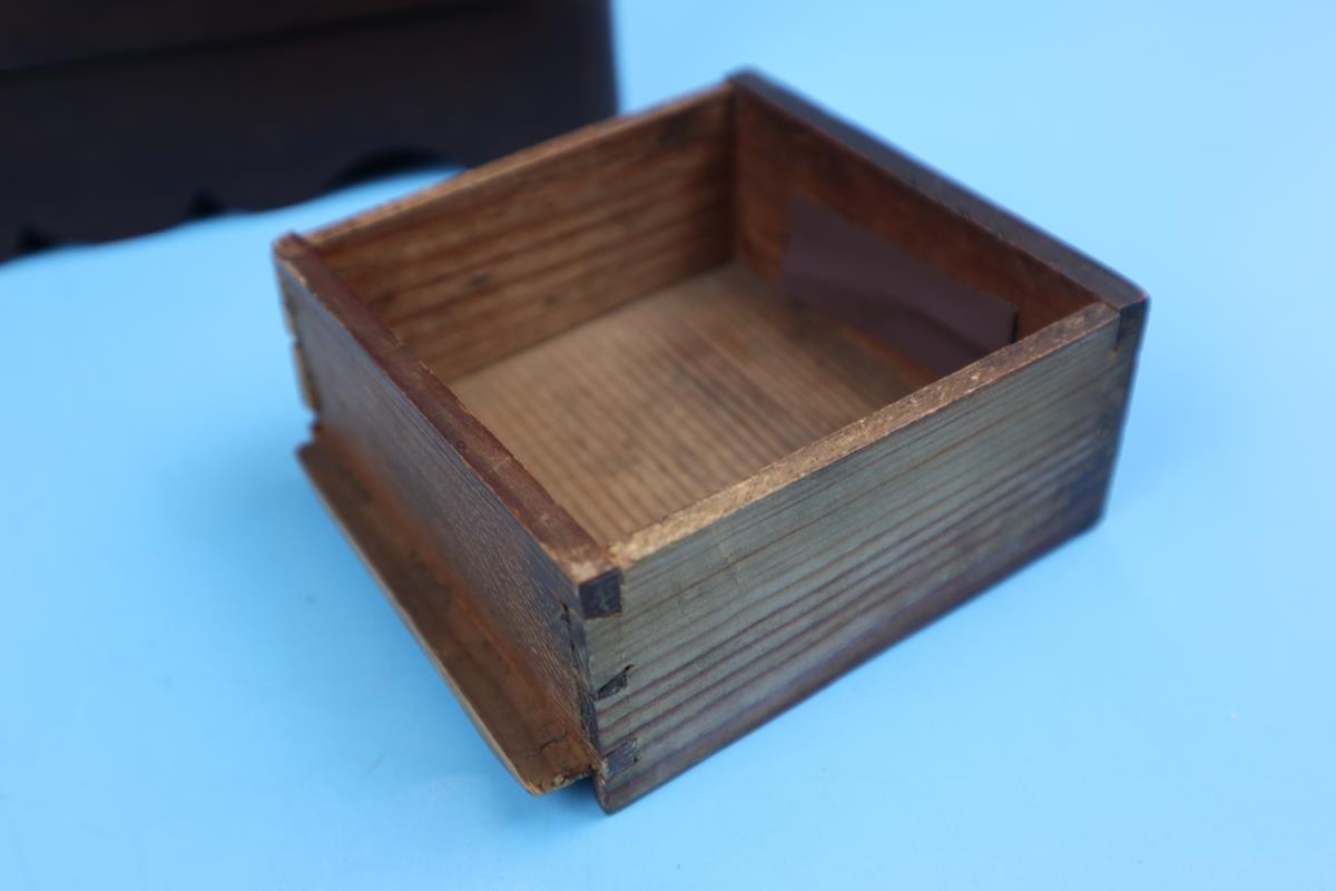 Small wooden apprentice piece/collectors chest - Image 3 of 3
