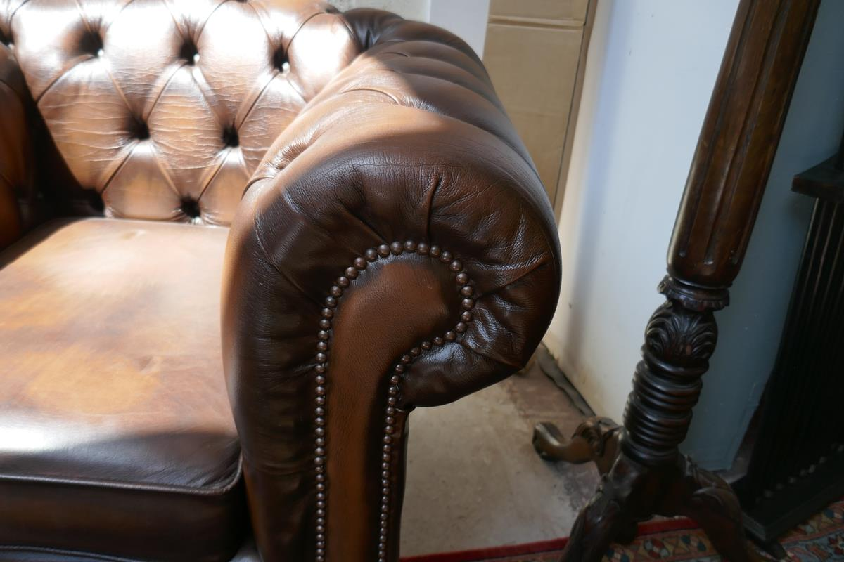 Brown leather Chesterfield 2 piece suite - Image 5 of 8