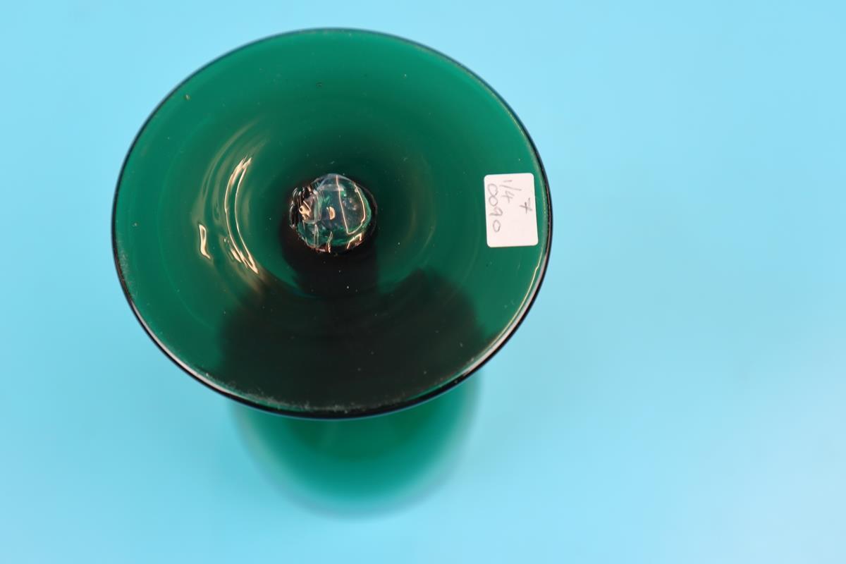4 Regency green tulip shaped wine glasses - Image 2 of 2