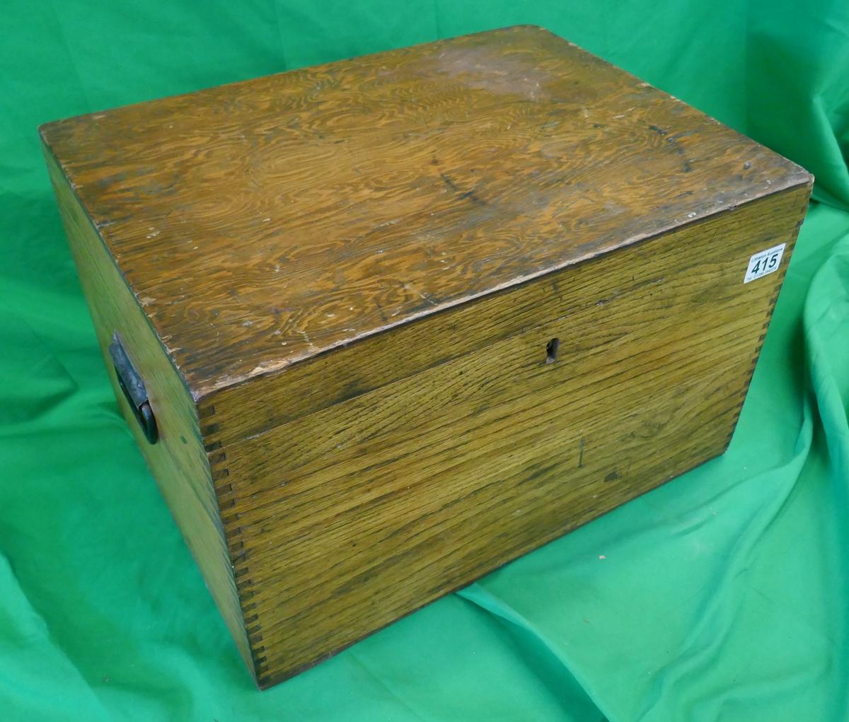 Oak lidded box - Approx W: 48cm D: 36cm H: 30cm