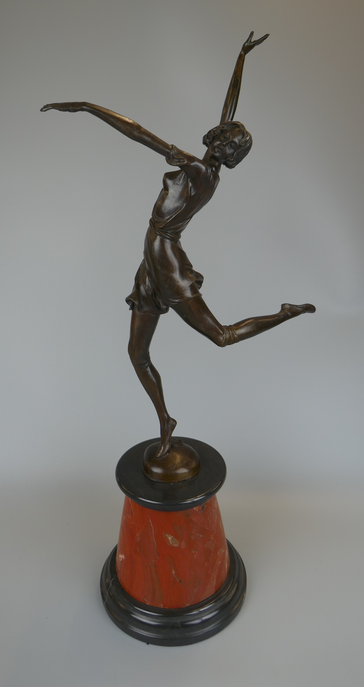 Bronze on marble base - Female dancer - Approx H: 65cm