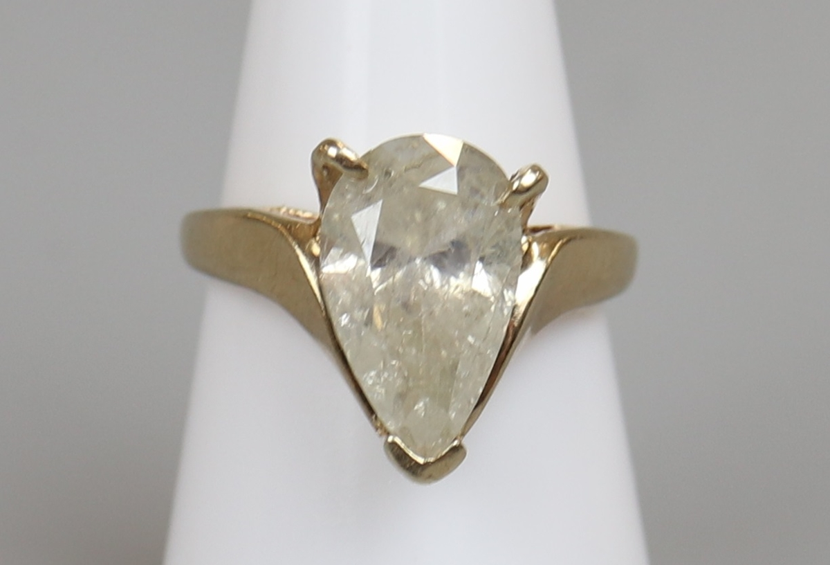 Gold pear shaped diamond solitaire ring (Approx 3.5ct)
