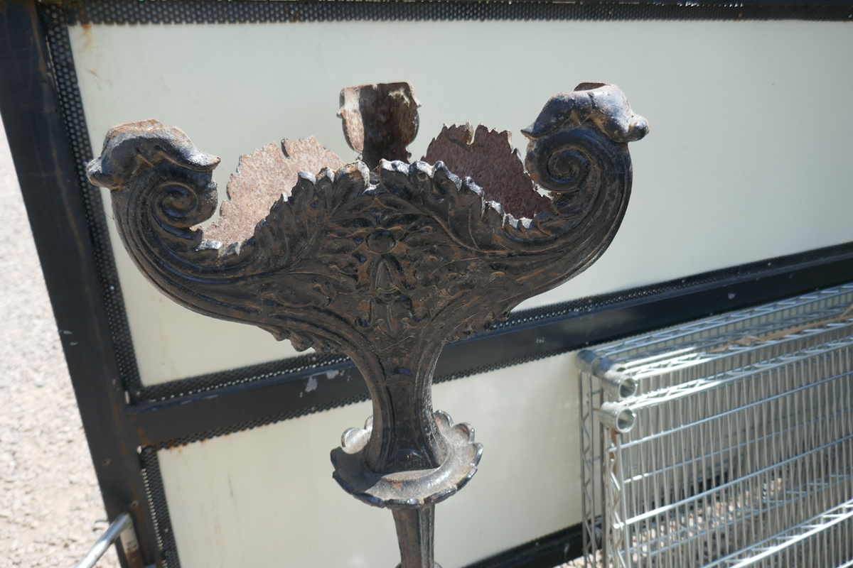 Cast iron garden stand - Approx H: 107cm - Image 3 of 3