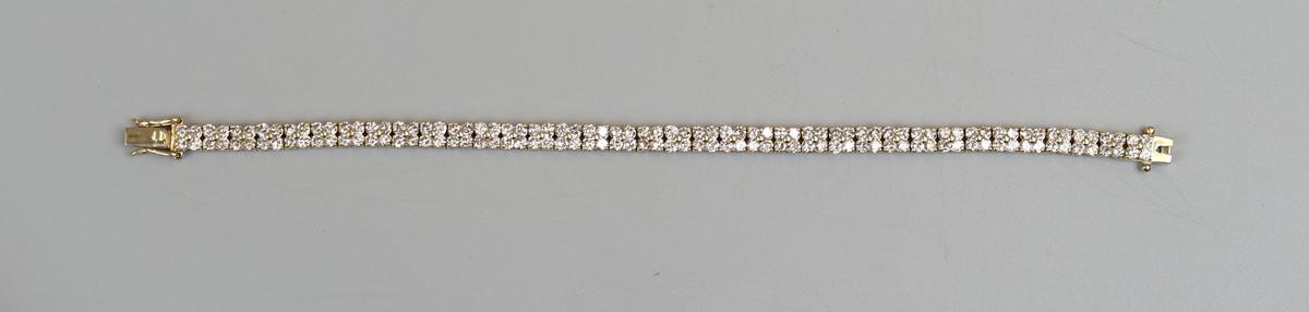 Fine 18ct gold bracelet set with 140 diamonds