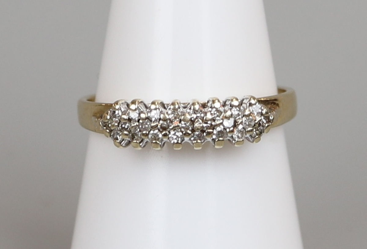 Gold diamond set ring