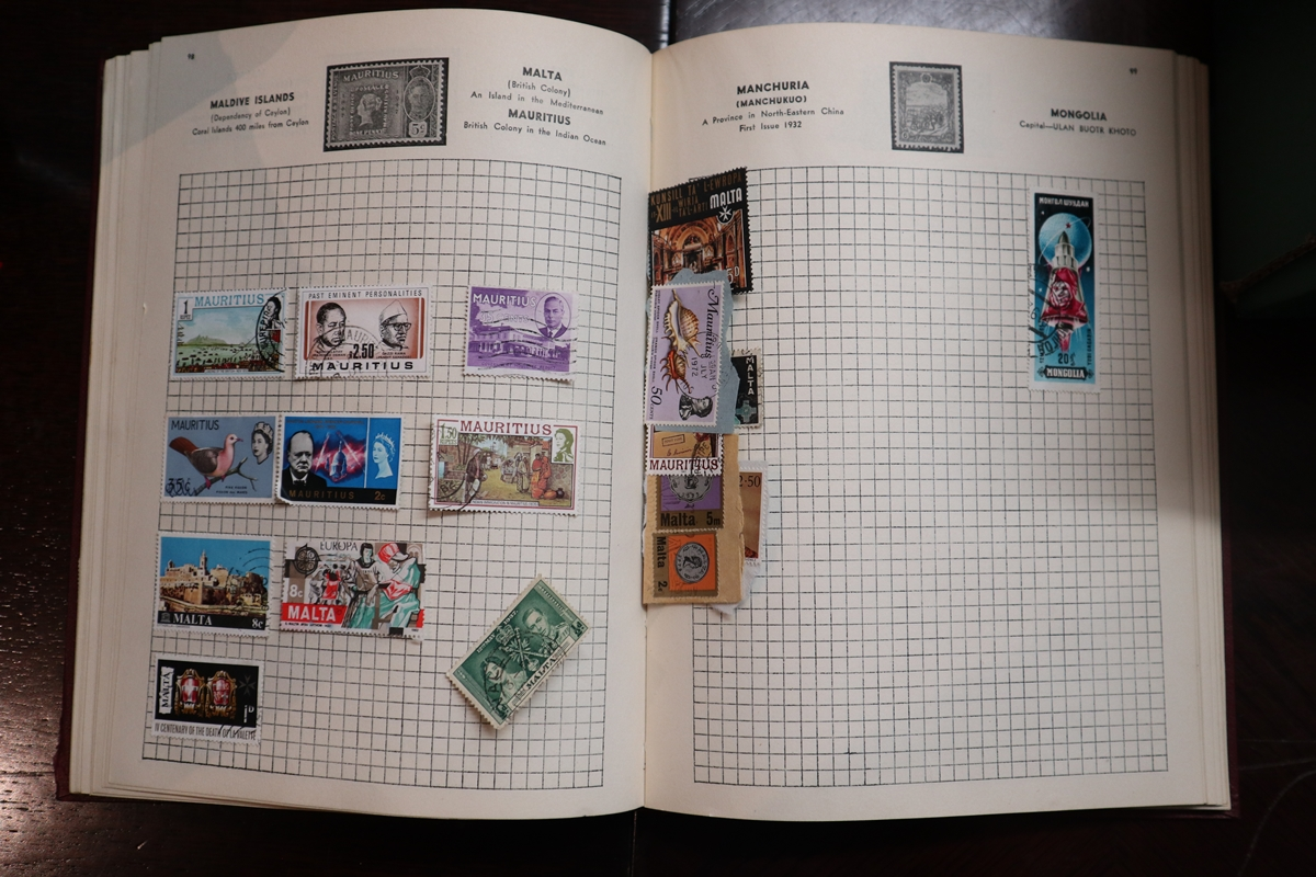 Stamps - Collection of 5 folders / books etc - Image 10 of 16