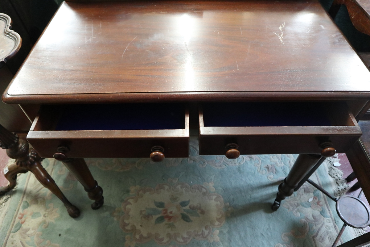 Antique mahogany side table on casters - Image 3 of 4