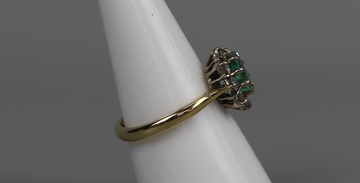 Fine 18ct gold emerald & diamond cluster ring - Size P - Image 2 of 3