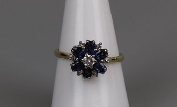 18ct gold diamond & sapphire cluster ring - Size O½