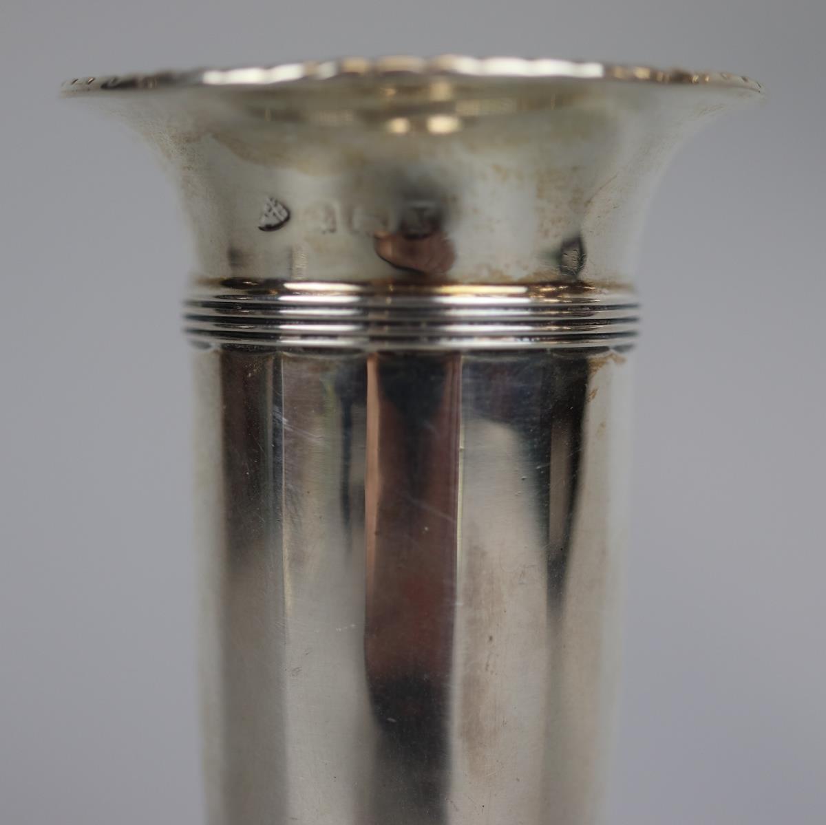 Hallmarked silver Posey vase - Adie Brothers Ltd - 1922 - H: 12.5cm - Image 2 of 4