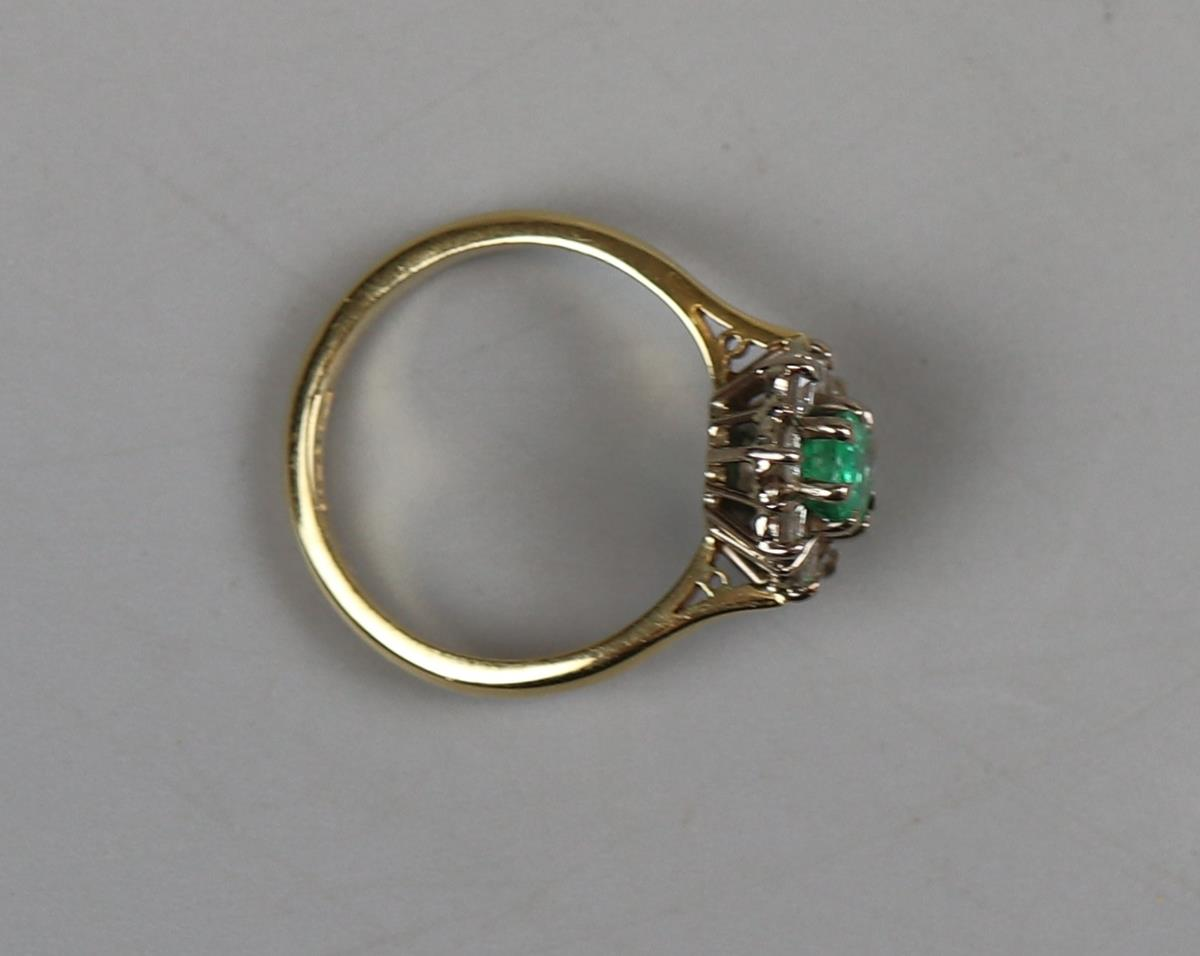 Fine 18ct gold emerald & diamond cluster ring - Size P - Image 3 of 3