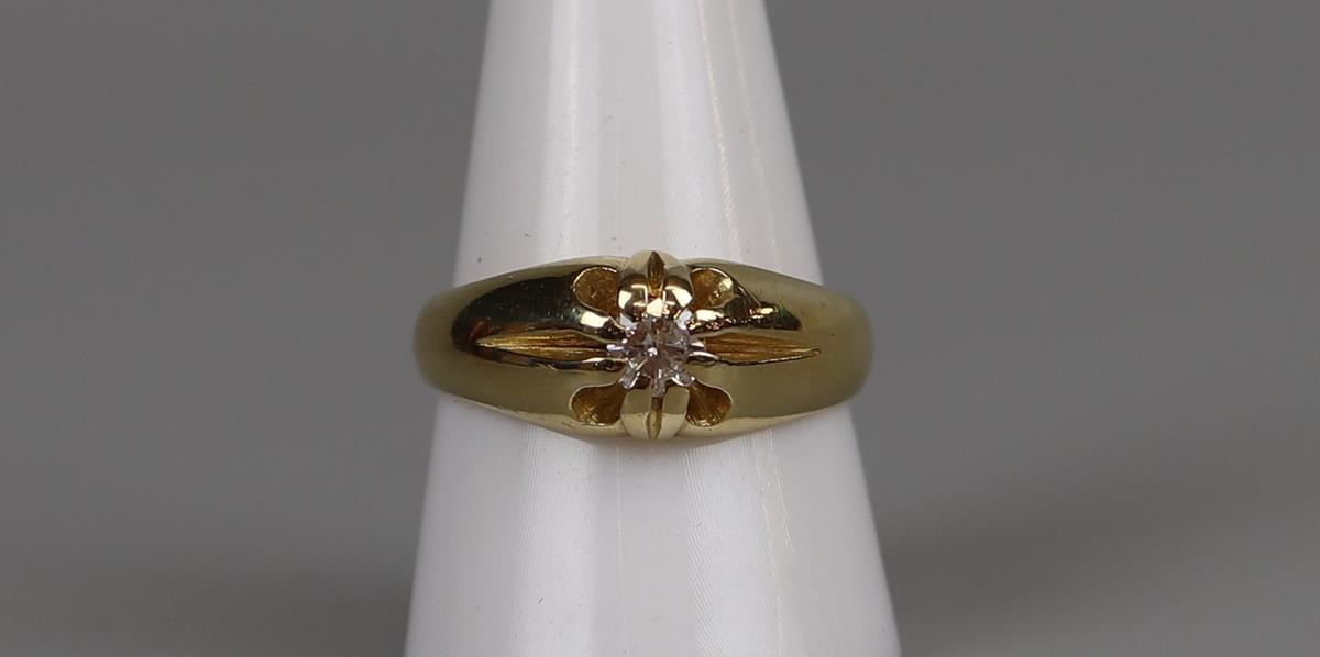 18ct gold gents diamond ring - Size R¾