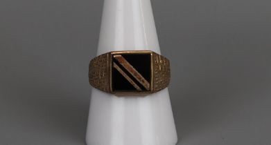 Gold & onyx signet ring - Size R¾