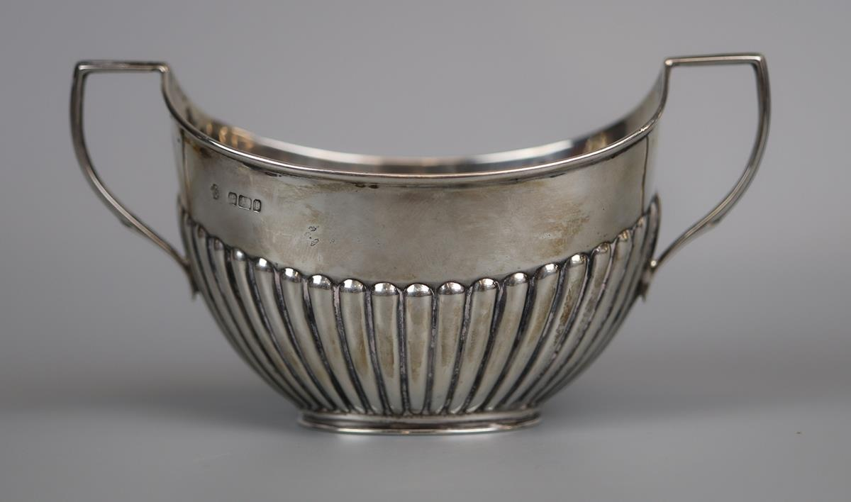 Hallmarked silver boat shaped sugar dish - William Hutton & Sons Ltd - Approx 89g