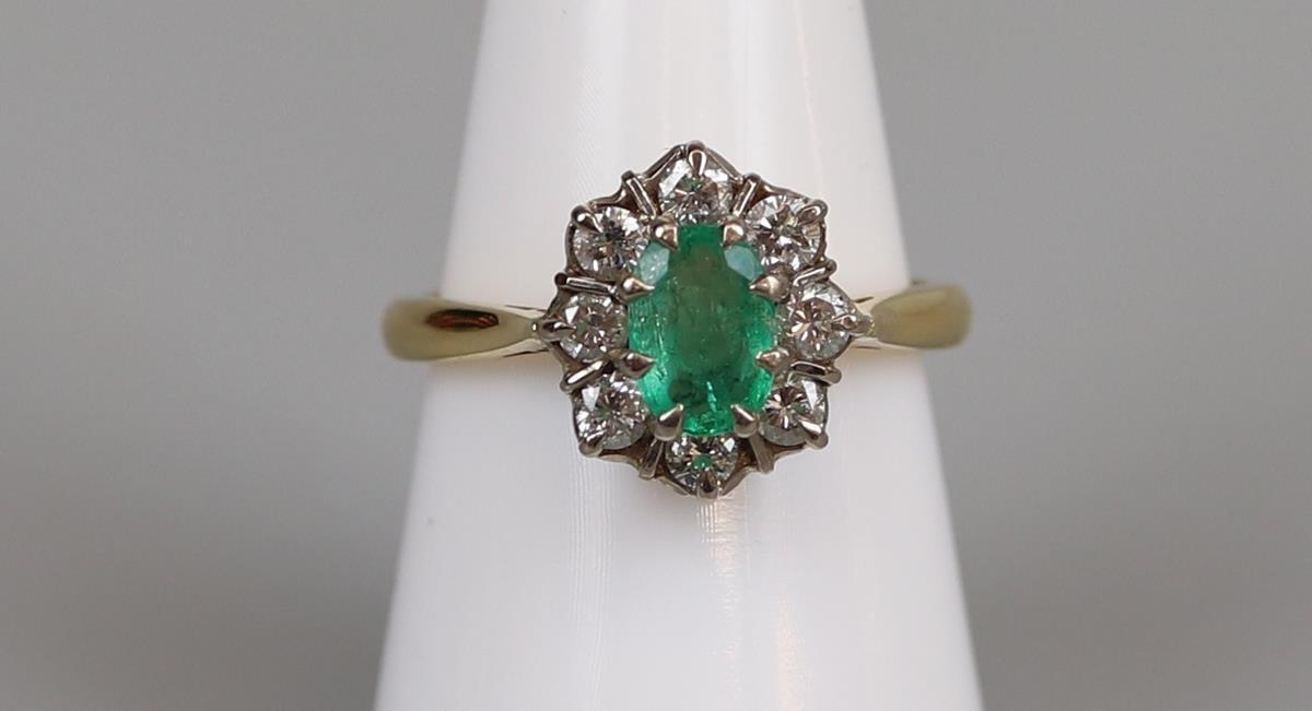 Fine 18ct gold emerald & diamond cluster ring - Size P