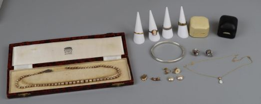 Collection of jewellery to include gold & silver