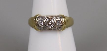 Fine 18ct gold diamond set ring - Size M¾