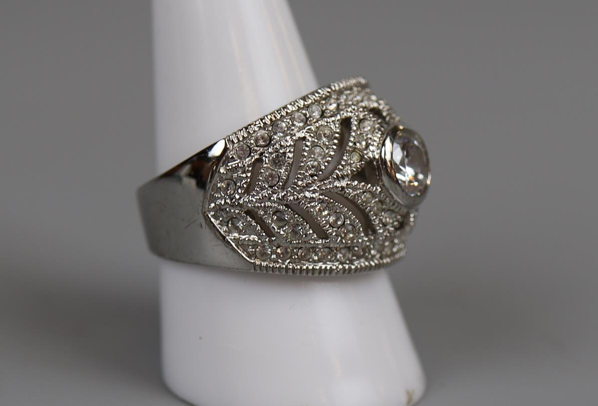 6 costume rings to include silver - Image 5 of 7