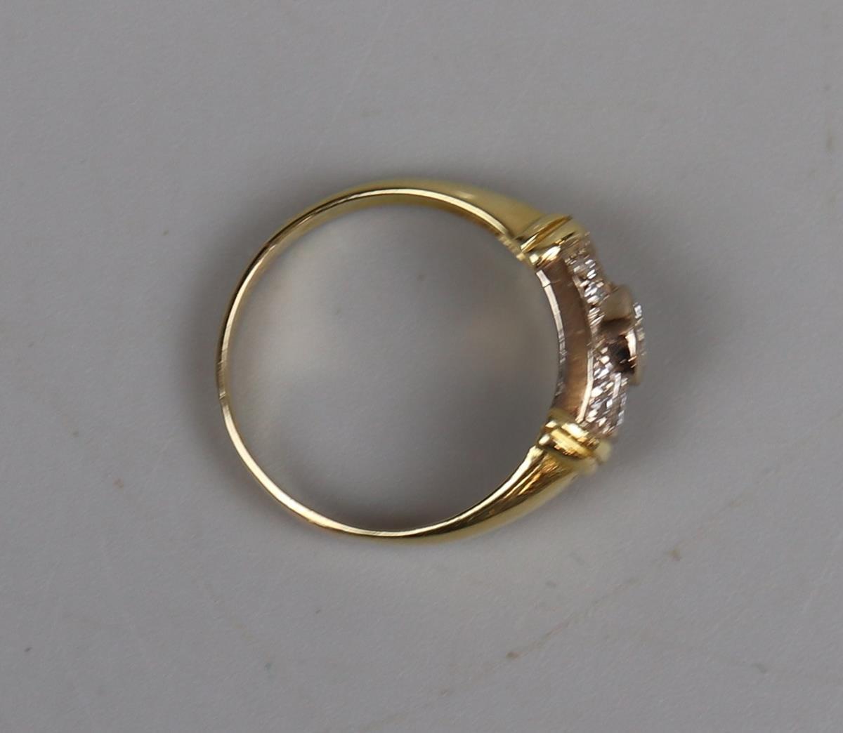 Fine 18ct gold diamond set ring - Size M¾ - Image 3 of 3