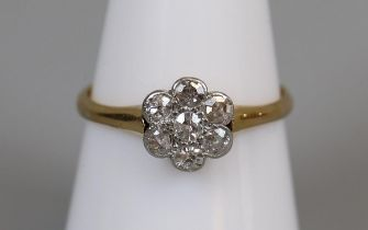 18ct gold diamond set daisy cluster ring (size O½)