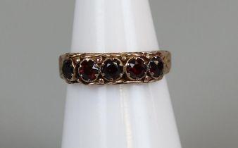 Gold garnet set ring (sizeJ)