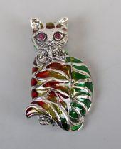 Silver plique-de-jour cat brooch