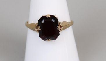 Gold garnet set ring (size P)