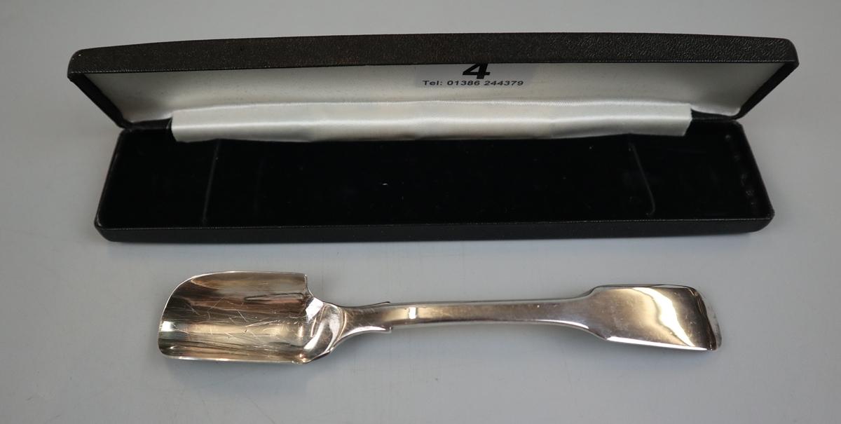 Hallmarked silver stilton scoop