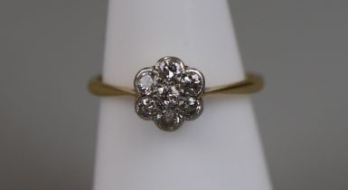 18ct gold diamond daisy ring with platinum setting (size M¼)