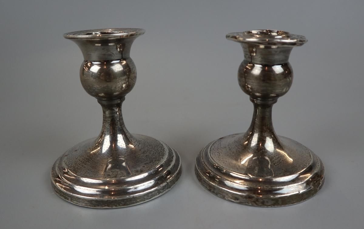 4 hallmarked silver candlesticks & 2 hallmarked silver napkin rings - Image 4 of 4