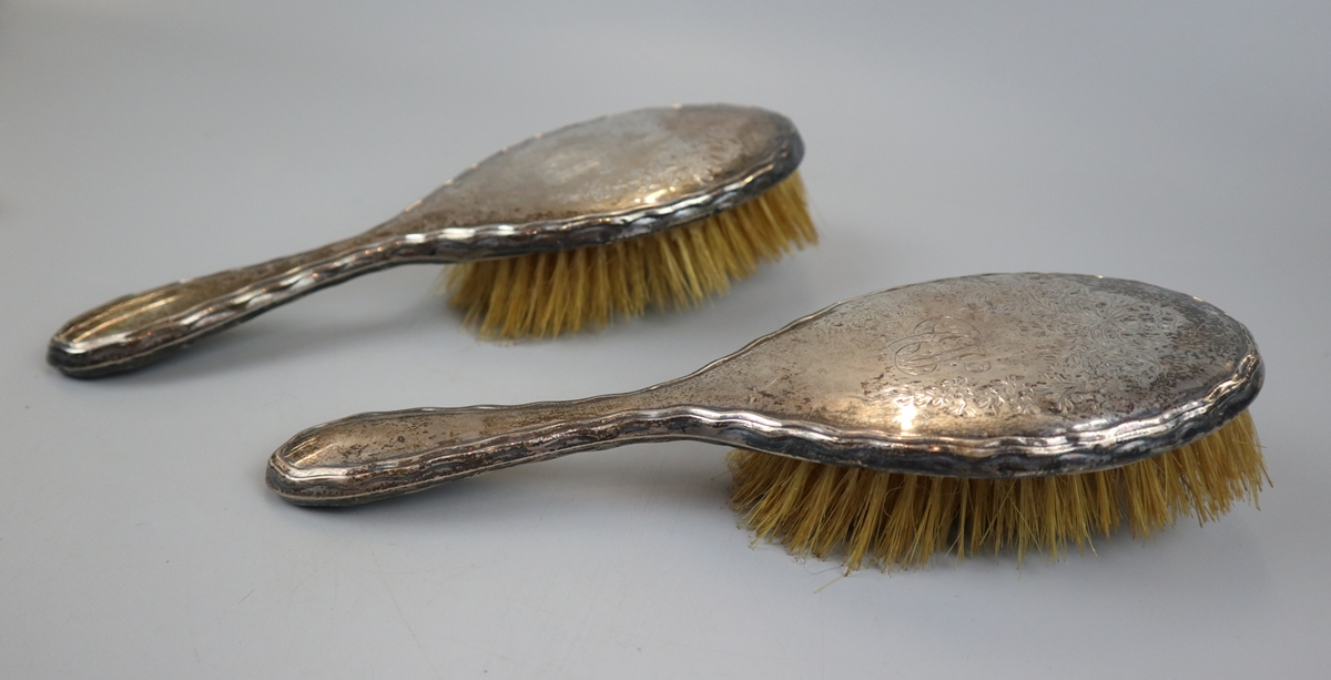 Collection of hallmarked silver brushes etc - Image 5 of 5