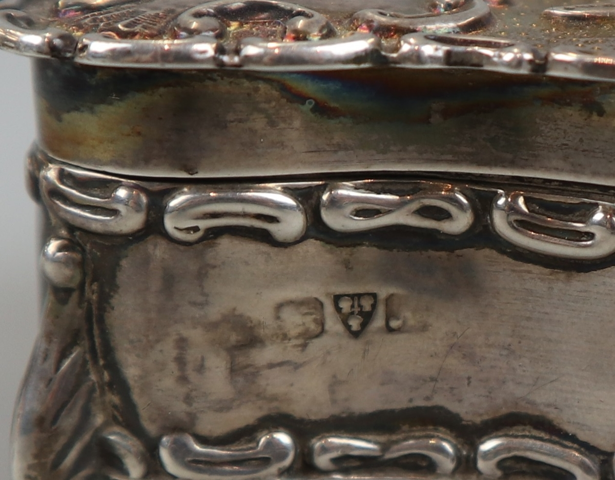 Small hallmarked chased silver trinket box (missing base) - Image 3 of 5