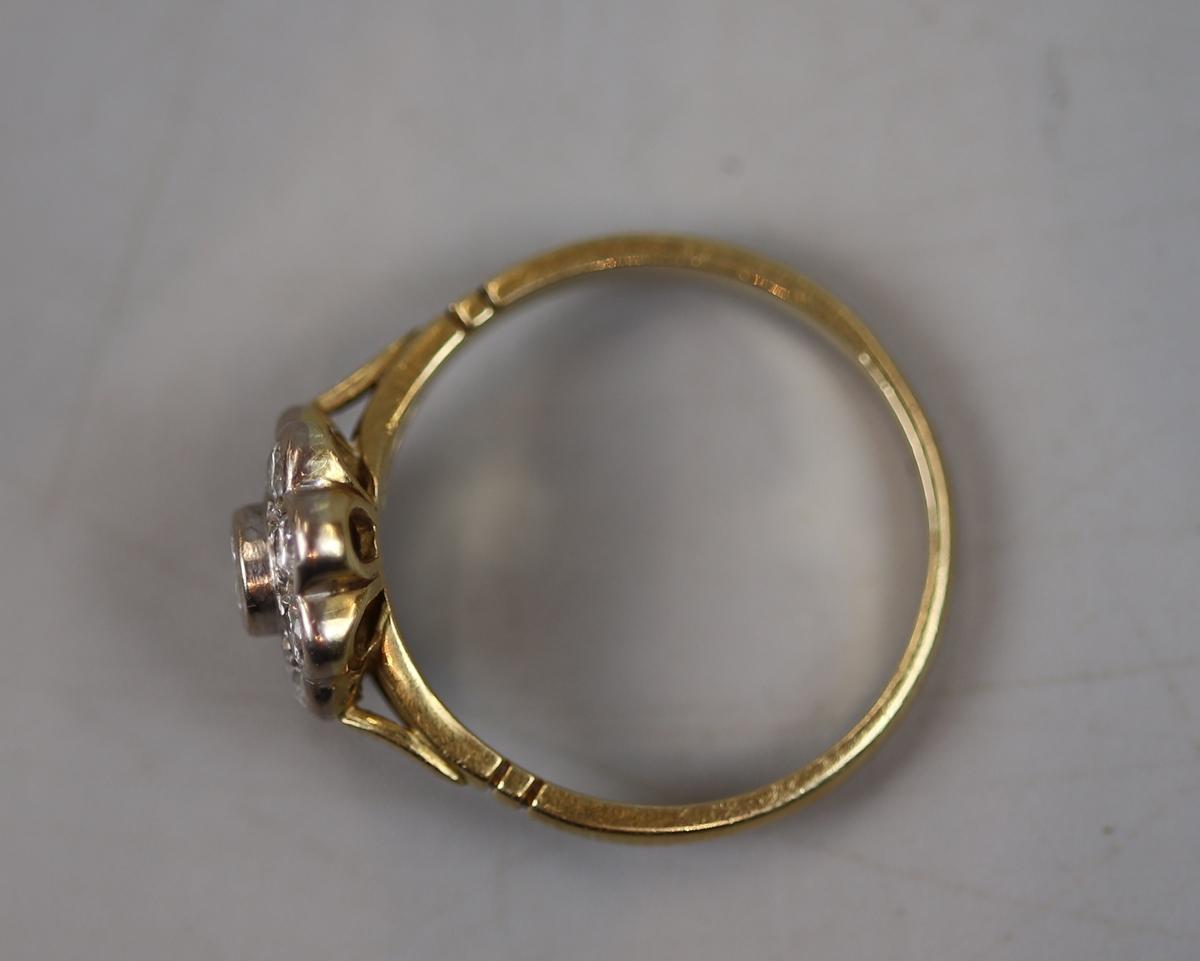 18ct gold diamond set daisy ring (size P½) - Image 2 of 2