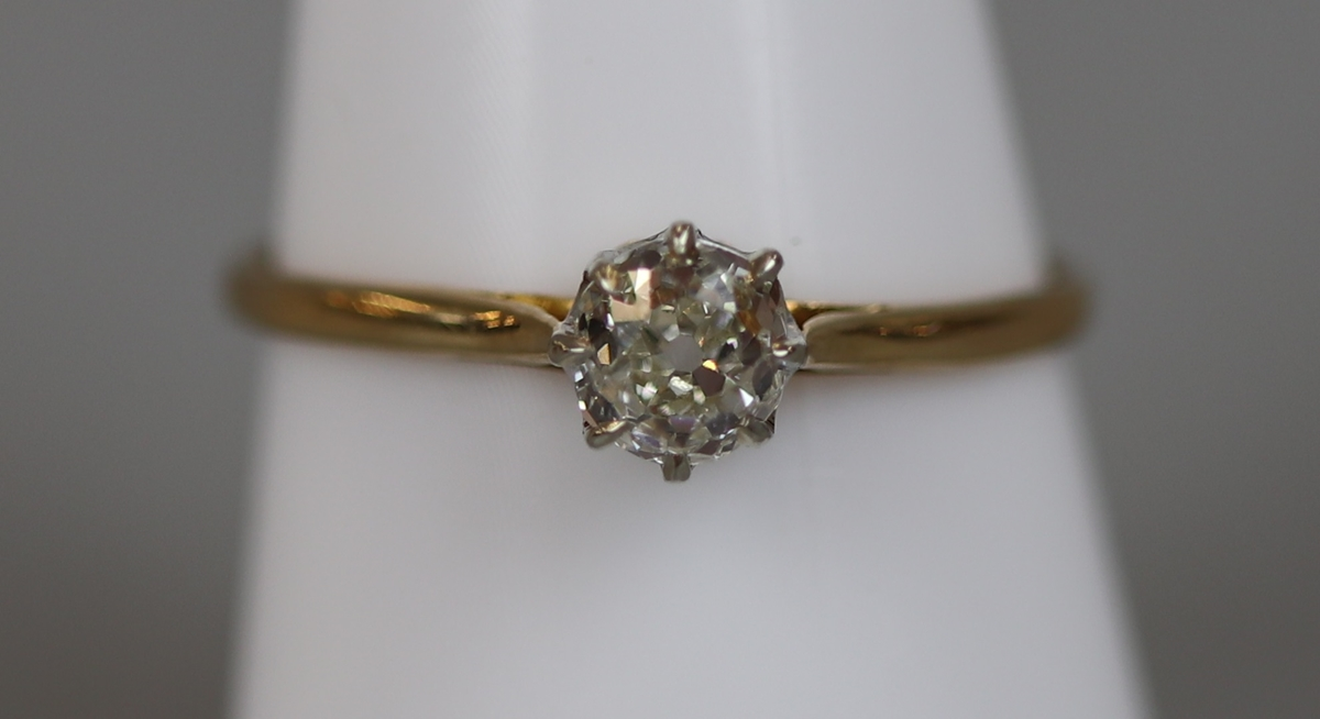 18ct gold diamond solitaire ring (size P)
